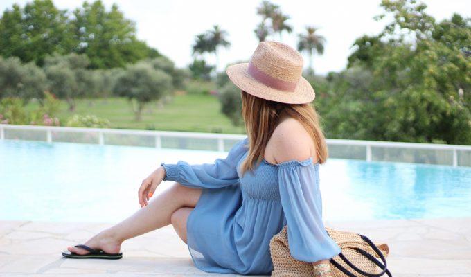 pool-party-blue-dress-zara-chapeau-havaianas-col-bardot-robe-bleu-the-green-ananas.jpg17