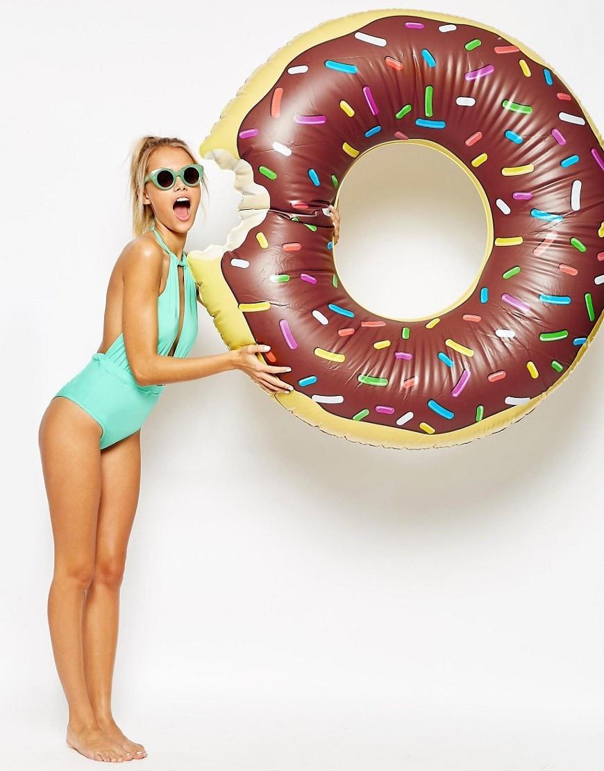 asos - bouée donuts -donuts - piscine -été -summer